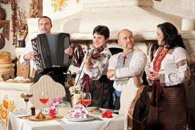Betriebsfeste können in verschiedenen Restaurants stattfinden.