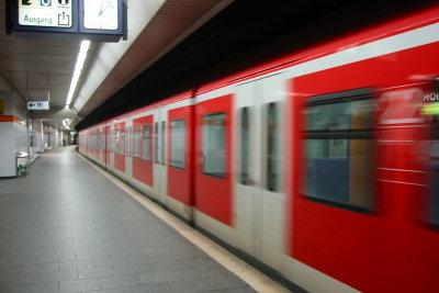 Viele pendeln kurze Strecken per Bahn.