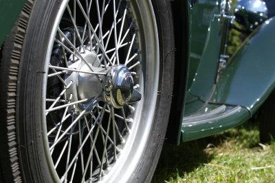 Vorsicht, wenn der Reifen beschädigt ist.