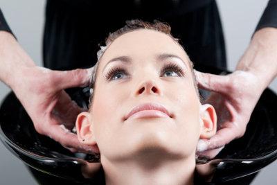 So waschen Sie Haarspray aus.