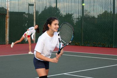 Auch beim Tennisdoppel ist Taktik erforderlich.