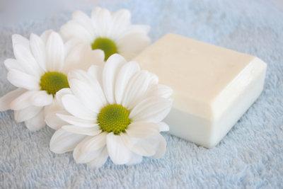 Verstopfte Poren brauchen unbedingt die richtige Pflege.