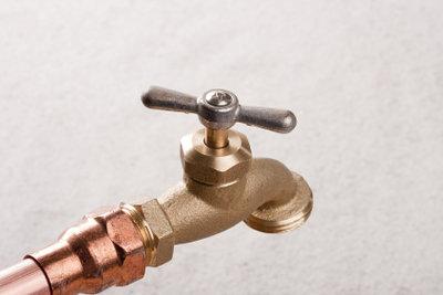 Sie können Wasserleitungen selber verlegen.