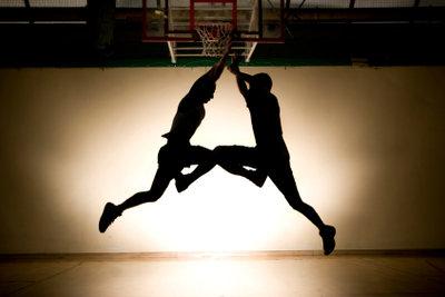 Trainieren Sie Ihre Basketball-Sprungtechnik.