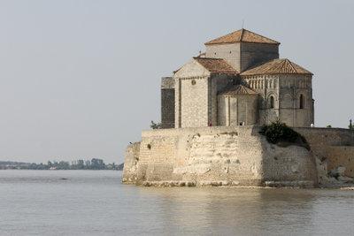 So sieht eine romanische Kirche aus.
