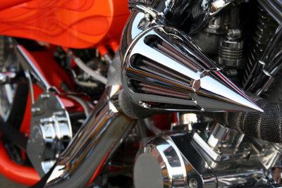 Warten Sie die Ducati-Monster richtig.