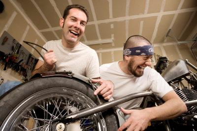Über eine Umschulung werden Sie Zweiradmechaniker.