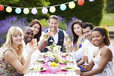 Elegant feiern in sommerlicher Kleidung
