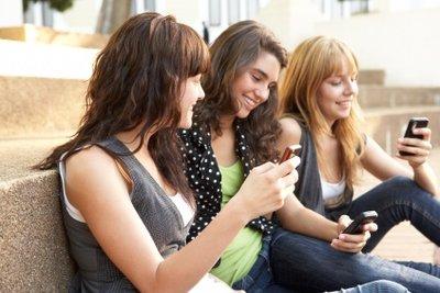 Jugendliche wünschen sich oft einen Handyvertrag.