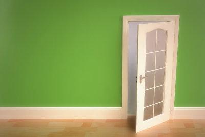 Kaputte Tür-Glasscheibe selbst austauschen.