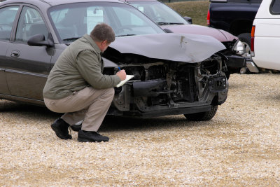 Zentralverband der Autoversicherer hilft bei Unfall.