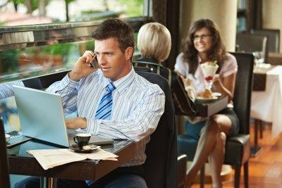 Kaffeegenuss samt Internet: So nutzen Sie WLAN bei Starbucks.