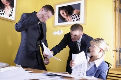 Mobbing verursacht physische und psychische Störungen.