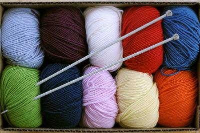 Viele verschiedene Farben ergeben viele Schals.
