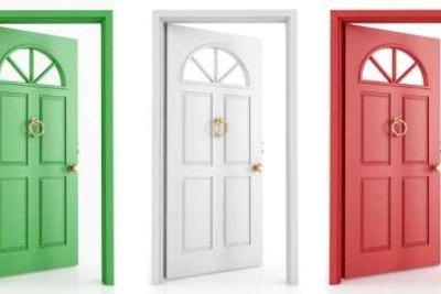 Türen können mit Mattlack verschönert werden.