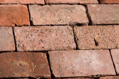 Terrassensteine sollten möglichst schonend gereinigt werden.
