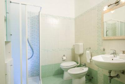 Eine begehbare Dusche bietet bestimmte Vorteile.