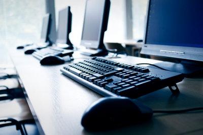 Der Computerarbeitsplatz sollte richtig eingerichtet sein.