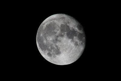 Der Mond scheint nicht.