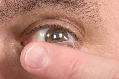 Weiße Kontaktlinsen nur bedingt tragen.