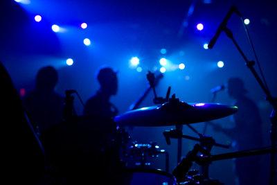 Percussioninstrumente wie das Cajon sind beliebt.