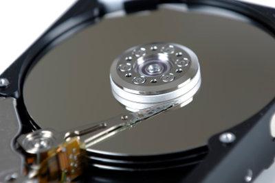 Eine Festplatte kann ausgetauscht werden.