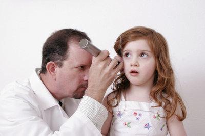 Ärzte finden Ursachen für verstopfte Ohren.