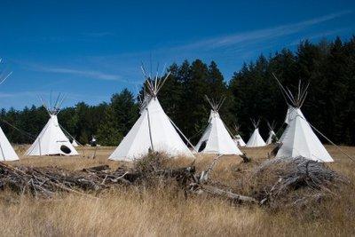 Ein Indianerzelt kann schnell errichtet werden.
