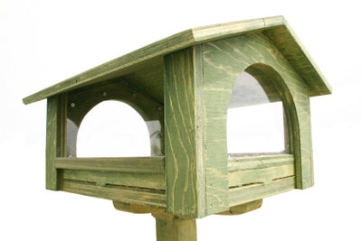 Selbstgebaute Vogelhäuschen können Vogelleben retten.