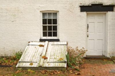 So isolieren Sie Ihre Kellerfenster.