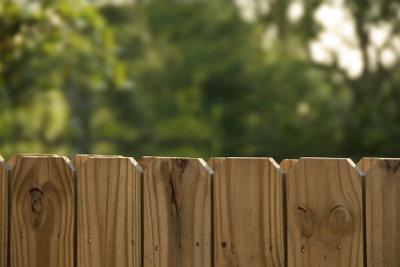 Sichtschutz aus Holz für den Garten
