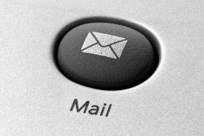 Auch E-Mails sollten höflich formuliert sein.