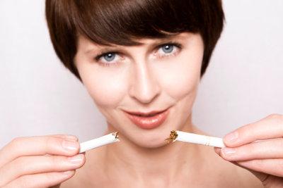 Nichtraucher werden mit Hilfe von Akupunktur.