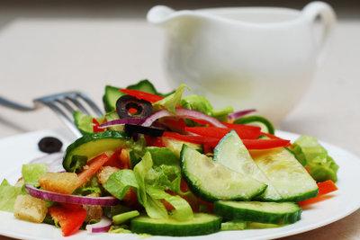 Senf passt gut zum eigenen Salatdressing.