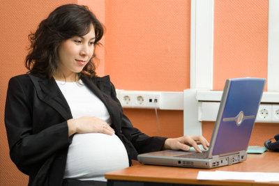 Informieren Sie Ihren Arbeitgeber frühzeitig über Ihre Schwangerschaft.