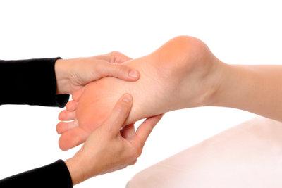 Hornhaut an den Füßen lässt sich mühelos entfernen.