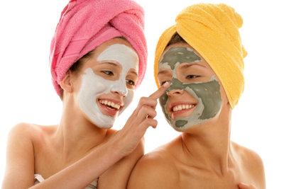 Gesichtsmasken für trockene Haut lassen sich mühelos selber machen.