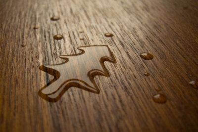 Wasserflecken bedeuten nicht das Aus für Ihre Holzmöbel.