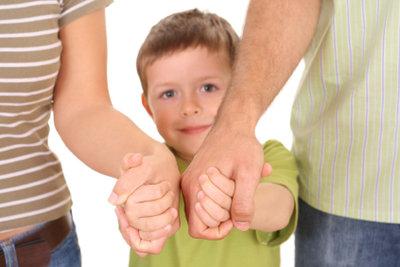 Wer Pflegekinder aufnehmen will, muss einige Voraussetzungen erfüllen.