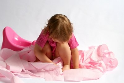 Wenn Kleinkinder Verstopfung haben, helfen Hausmittel.