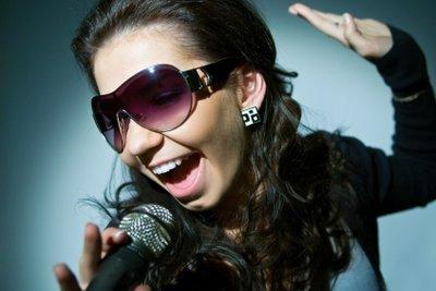 Mit einfachen Übungen kann jeder Singen lernen.