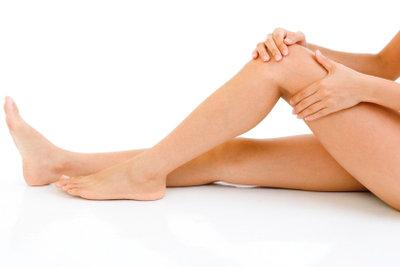Krampfadern entstehen meist an den Beinen - durch Kompressionsstrümpfe lassen sie sich vorbeugen