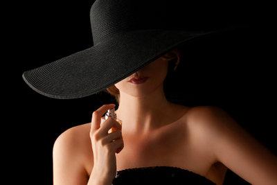 Ein einzigartiges Parfum selbst machen ist leichter als gedacht.