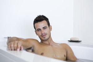 Mann bauch rasieren Haare Am