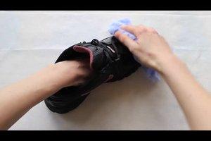 Schimmel an Schuhen entfernen - so geht's