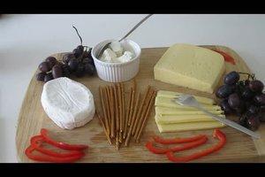 Käseplatte dekorieren - schmackhafte Ideen