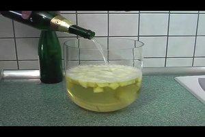 Rezept für Bowle mit Alkohol - so gelingt eine Ananasbowle