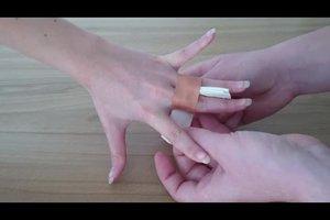 Wie Sie Finger richtig tapen - Anleitung