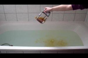 Erkältungsbad selber machen mit Tee - so geht's