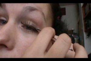 Wimpern verlängern - so kleben Sie künstliche Wimpern auf